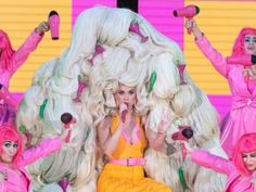 'American Idol' Judge Katy Perry Rocks 76 Wigs During Daddy Yankee Performance American Idol Judges, Best Villains, Shaytards, Romeo Santos, Avicii, Selena Quintanilla, Daddy Yankee, Grace Kelly, Reality Tv