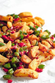 Quick and easy recipe for to delicious takeaway style Chinese salt and pepper chips at home, using oven chips and fresh chilli. Quick Easy Dinner, Quick Easy Meals, Easy Dinner Recipes, Easy Recipes, Veggie Recipes, Vegetarian Recipes, Cooking Recipes, Steak Recipes, Slimming World Speed Food