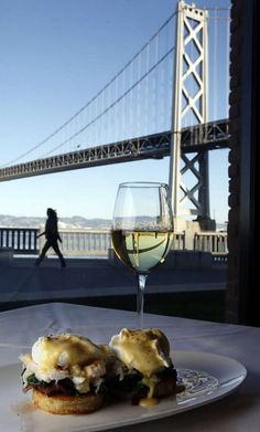 WATERBAR: Visitors to the Waterbar restaurant on San Francisco's Embarcadero enjoy great views along with their food. Photo: Lance Iversen, The Chronicle