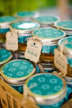 Honey wedding favor. Good for a rustic wedding