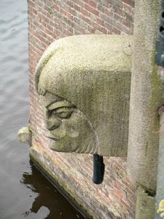 De P.L.Kramerbrug over het Amstelkanaal bij de Amsteldijk, gebouwd in 1921, is een van de fraaiste bruggen van Piet Kr...
