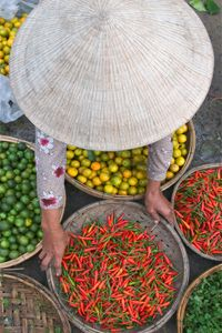 Market in Hoi An, Vietnam. Extremely fresh fruit and veggies, something available almost all the time in Vietnam Hoi An, Vietnam Voyage, Vietnam Travel, Asia Travel, Travel Tips, Hanoi, Brunei, Timor Oriental, Les Philippines