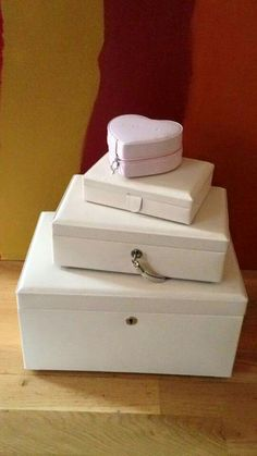 Pandora jewelry boxes, I have the heart, the small and the medium.  Do not have the large on this style.