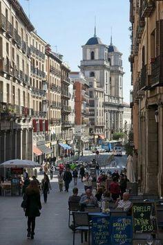 Esta es la Calle Segovia en Madrid
