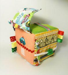 Cube d'activité tissu doux développer block peluche par Agutik