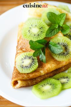 Il est facile de préparer une crêpe sucrée au kiwi pour la Chandeleur. #recette#cuisine#kiwi #fruit#patisserie #chandeleur #crepes #crepe Ethnic Recipes, Food, Scones, Pancakes, Fruit, Pancake Day, Vanilla Sugar, Waffles, Essen