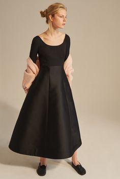Vika Gazinskaya - Spring 2017 Ready-to-Wear Fashion Runway Show, Spring Fashion, All Black Outfit, Black Outfits, Russian Fashion, Flare Dress, Ready To Wear, Dresses For Work, Style Inspiration