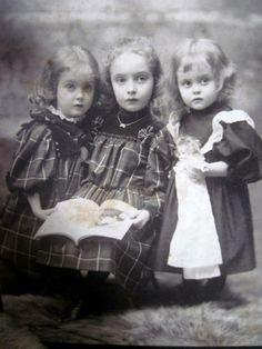 1900, Sisters.