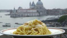 Cacio e pepe - opskrift nem Pasta Aglio E Olio, Lotsa Pasta, Second Breakfast, Cooking Recipes, Healthy Recipes, Healthy Food, Ciabatta, Everyday Food, Soul Food