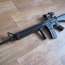 M16A4 (RAS) - G&P: Dobrý den. Prodám tuto airsoftovou zbraň. Jedná se o M16A4 (RAS) od firmy G&P. PLně funkční, celokovová zbraň s RIS předpažbím. Nenese absolutně žádné známky používání. Zbraň je v lehkém upgradu, který obsahuje celokovový píst SHS, zesílenou hlavu válce s ložiskem, boreup vzduchotechniku a pružinu M130. Na mechaboxu byly provedeny úkony proti případnému prasknutí (rádiusy + O kroužky osazená hlaveň s doražením k mechaboxu). Momentální výkon se pohybuje na hranici 140 m/s…