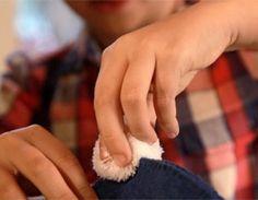 Ötletes Blog: Filcből aranyos tojáskínáló nyuszik Textiles, Recycled Crafts, Needlework, Crafts For Kids, Bunny, Christmas Decorations, Christmas Décor, Easter Ideas, Bergen