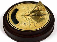 Meridiana o orologio solare per la misurazione del tempo Natural Philosophy, Instruments, Planetary Science, Sundial, Compass, Inventions, Clock, Brass, Astronomy