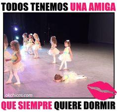 meme ok chicas niñas en escenario y niña acostada en el suelo: