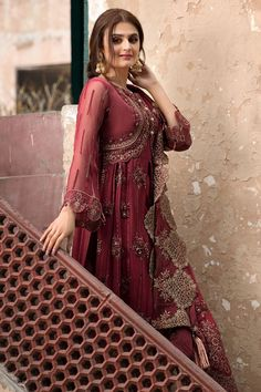 Chiffon Party Outfit in Maroon Color in Elegant Design emblazoned with thread embroidery in Pretty design. Buy Chiffon Party Outfit in USA. Beautiful Pakistani Dresses, Pakistani Dress Design, Pakistani Outfits, Pakistani Bridal, Designer Party Wear Dresses, Indian Designer Outfits, Party Dresses, Stylish Dresses, Fashion Dresses