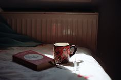 Sense Of Life, E Dawn, Coffee And Books, Coffee Cozy, Cozy Place, Film Aesthetic, Slow Living, Book Photography, Book Worms