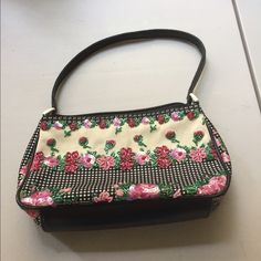 Isabella Fiore purse 2x HOST PICK HOST PICK Best in Bags 1/5/16!!HOST PICK pretty, girly & flirty 2/12/16. beautiful small purse with beads.  Would be great for any occasion! Isabella Fiore Bags Mini Bags