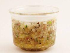 コウ ケンテツ さんのねぎを使った「ねぎ塩薬味だれ」。「ごま油+塩+ねぎ」は、焼き肉屋さんに欠かせないアイテム。今回は細ねぎとみょうがも加えて夏にぴ ったり、薬味たっぷりねぎ塩だれに進化! NHK「きょうの料理」で放送された料理レシピや献立が満載。 Veggie Recipes, Dog Food Recipes, Diet Recipes, Healthy Recipes, Cooking Sauces, Cooking Recipes, Food N, Food And Drink, Health Lunches