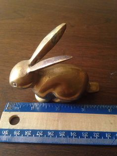 Etsy の Vintage brass bunny rabbit by TheMetaMagikBox