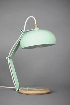 ampe Rhoda TBS verte céladon petit modèle Socle en chêne massif et pied et réflecteur en acier verni vert céladon