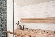 Kuultavan valkoinen paneeli antaa saunalle raikkaan ilmeen. Klikkaa kuvaa, niin näet tarkemmat tiedot. Zen, Shelves, Interior Design, Kitchen, Inspiration, Home Decor, Bathroom, Nest Design, Biblical Inspiration