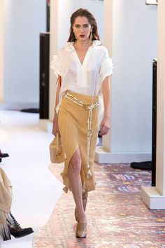 Chloé Spring 2019 Ready-to-Wear Collection - Vogue Paris Fashion Week Estilo Fashion, Fashion Moda, Fashion Week, Love Fashion, Runway Fashion, Fashion Looks, Fashion Outfits, Womens Fashion, High Fashion