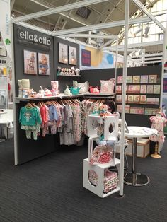 Ella&Otto's corner trade show booth display