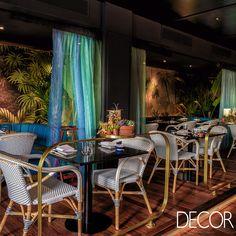 Idealizado pelo Studio Gronda, o décor do Restaurante Zela representa o estilo de vida único do sudeste asiático, além de destacar o uso de plantas e flores em abundância.