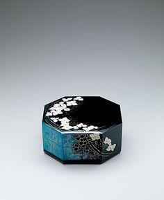 小原好喬 城端蒔絵八角箱「額紫陽花」 Japan Crafts, Bottle Box, Pretty Designs, Japan Art, Tea Ceremony, Japanese Artists, French Art, Art Object, Craft Work
