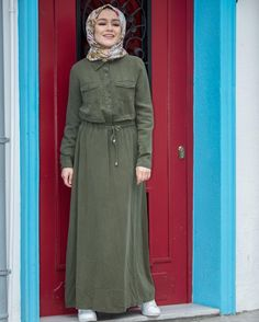 Celeb Stylist Karla Welch on How to Pack for any Vacation – Fashion Outfits Muslim Dress, Hijab Dress, Hijab Outfit, Modest Fashion Hijab, Abaya Fashion, Fashion Outfits, Islamic Fashion, Muslim Fashion, Modele Hijab