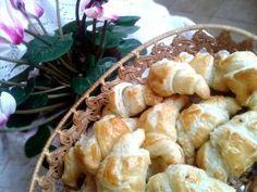Turbó csokis croissant Nigella módra, avagy az ötperces rongyos kifli…   Rupáner-konyha Croissant, Nigella, Sweets, Cookies, Meat, Baking, Recipes, Food, Crack Crackers