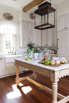 Best Rustic Farmhouse Kitchen Cabinets in List - Page 6 of 119 - Decorating Ideas - Home Decor Ideas and Tips Rustic Country Kitchens, Country Kitchen Designs, Rustic Kitchen, New Kitchen, Kitchen Decor, Rustic Farmhouse, Country Decor, Kitchen Ideas, Country Style