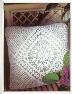Magic Crochet Nº 90 - claudia - Álbuns da web do Picasa...pillow pattern called,Newport...free pattern and also diagrams!