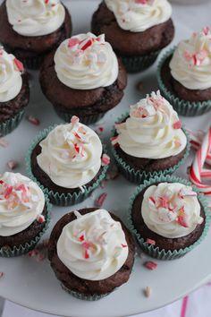Christmas Cupcakes + A Giveaway! - Hip Foodie Mom @aleedallas