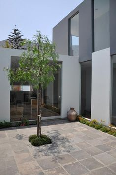 KH+DH House, Lima, Peru by Vladimir Kalinowski.