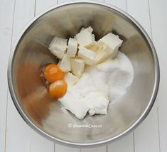 Fursecuri cu nuca si bezea - Desert De Casa.ro - Maria Popa Food And Drink, Cheese, Mini Pastries, Home