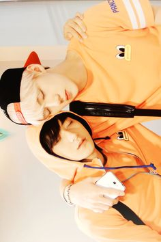 Maknae line being each other's pillow.