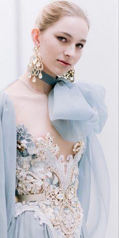 Arab Fashion, Mod Fashion, Sporty Fashion, Fashion Women, Middle Eastern Fashion, Elie Saab Couture, Pastel, Portrait Photography Poses, Beautiful Gowns