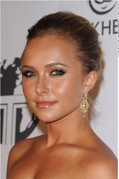 How about a fashionable updo for that prom or wedding? Hayden Panettiere has done just that as her long hair is taken off the shoulders and styled into this classy and romantic hairstyle. This is one of the hottest trends this year and looks great on just about any woman.Hayden's haircut is long.The hair colour is medium brown.