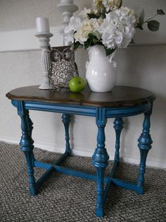 Furniture Transformation Queen. http://thededicatedhouse.blogspot.com/2012/10/make-it-pretty-monday-week-21.html