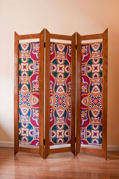 Wood and African Fabric Vlisco Folding Screen Room Divider / Biombo de Madera y Tela Africana Vlisco. ** I like the design of the wood! Folding Screen Room Divider, Room Divider Bookcase, Bamboo Room Divider, Glass Room Divider, Room Screen, Folding Screens, Privacy Screens, Divider Cabinet, Fabric Room Dividers