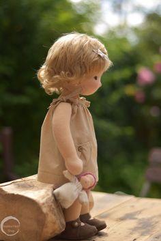 Waldorf Doll Natural Fibre Art Doll by Waldorfdollshop JADE 15 Fabric Dolls, Paper Dolls, Doll Toys, Baby Dolls, Creation Couture, Waldorf Toys, Doll Shop, Vegas Strip, Sewing Dolls
