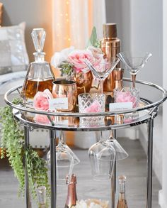 You'll have the option to add worth to your private home or loft and get extra delight by including a house minibar. There is a wide range of offers o. Diy Bar Cart, Gold Bar Cart, Bar Cart Styling, Bar Cart Decor, Bar Carts, Romantic Living Room, Living Room Decor, Valentine Theme, Valentines