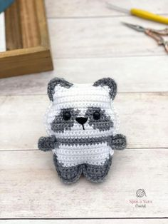The Pocket Panda is the latest edition to the crochet Pocket Pet amigurumi series! Check out this sweet adaption to the Pocket Bear pattern. Crochet Panda, Easter Crochet, Cute Crochet, Crochet For Kids, Crochet Crafts, Crochet Yarn, Crochet Toys, Crochet Animals, Knitting Projects