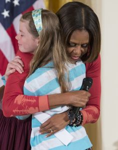 Watch a Young Girl Give Michelle Obama Her Unemployed Dad's Résumé
