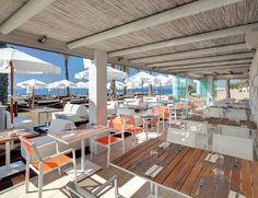 Este selecto club marbellí se divide en tres espacios: 'Amàre Beach', con hamacas y masajistas a pie de playa; 'Pool', ideal para tomar algo en las camas balinesas o en el 'jacuzzi', y la zona 'Lounge', que acoge eventos exclusivos. PLUS ELLE Contágiate del duende de las interminables noches de 'Flamenco y Luna Llena', a la orilla del mar.Hotel Fuerte Miramar, avda. Severo Ochoa, 8, Marbella, tel. 952 76 84 00.
