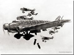 Aircraft of the Italian Air force in WWII (Regia Aeronautica Italiana) Aircraft Photos, Ww2 Aircraft, Military Aircraft, Guernica, Luftwaffe, Bomber Plane, Italian Air Force, Aircraft Design, World War Ii