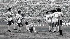 Uribe festejó su gol ante los uruguayos en el Centenario dándose un volantin