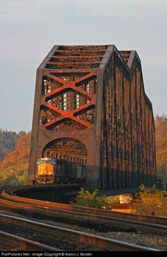 Sciottoville Bridge over the Ohio River near Portsmouth - The largest continuous truss railroad bridge in the world; it was built to carry C&O's big steam locomotives. Train Tracks, Train Rides, Locomotive, Csx Transportation, Old Bridges, Railroad Bridge, Railroad Tracks, Railroad Pictures, Bonde