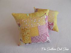 Yellow and pink log cabin quilt block pin by SouthernOwlShop, cute