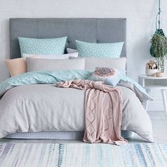 Awesome ideas to make your girls bedroom match their needs and dreams. Create a fun and stylish bedroom for young girls and teenagers with our inspiration. Dream Rooms, Dream Bedroom, Home Bedroom, Bedroom Decor, Bedroom Ideas, Scandi Bedroom, Bedroom Themes, Bedroom Inspiration, Teenage Girl Bedrooms